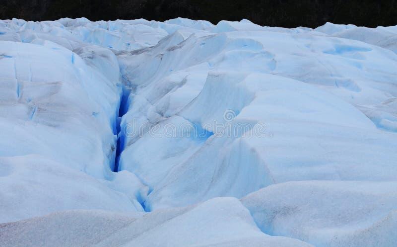 Inre Perito Moreno Cracks, avrinningar, små lagun och splittrade iskvarter kallade Seracs, Calafate Santa Cruz royaltyfria bilder