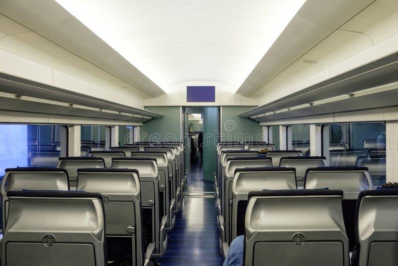 Inre placerar kabinen i gångtunnel royaltyfri bild