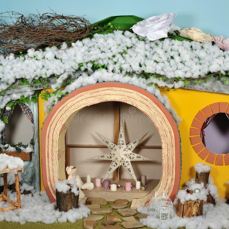 Inre rum som dekoreras i julstil arkivfoto