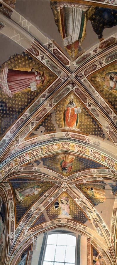 Inre sikt av basilikan De Sante Croce arkivfoto