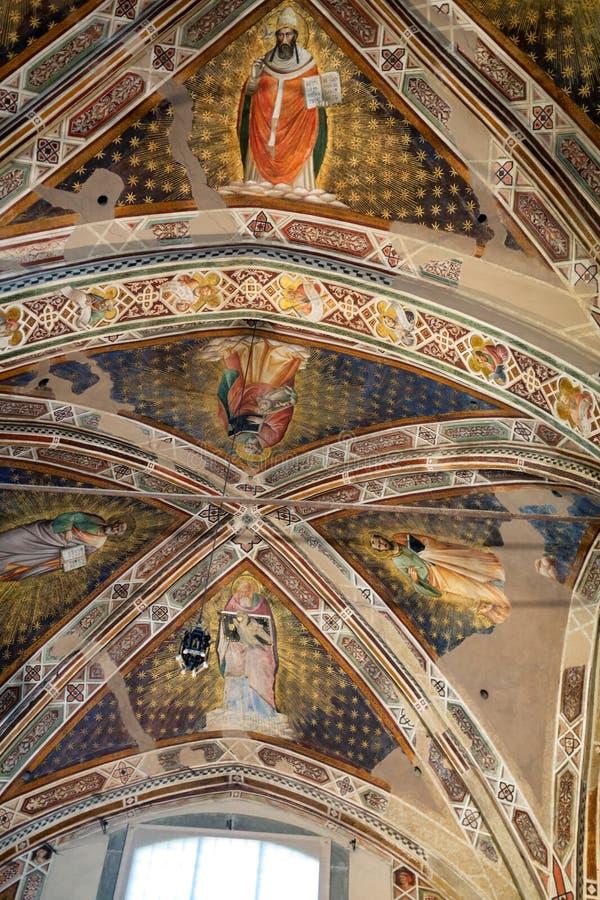 Inre sikt av basilikan De Sante Croce royaltyfri fotografi