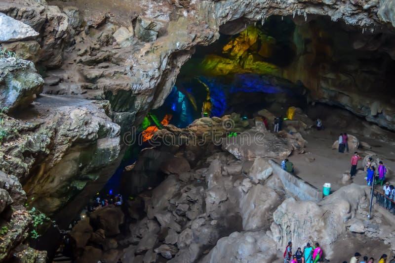 Inre sikt av Borra grottor, Araku dal av det Ananthagiri kulleområdet av det Visakhapatnam området i Andhra Pradesh Indien royaltyfria bilder