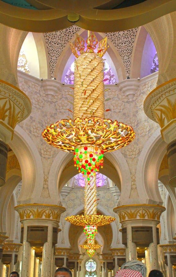 INRE sikt av den största moskén av UAE, STORSLAGEN MOSKÉ för SCHEJK som ZAYED lokaliseras i ABU DHABI royaltyfri bild