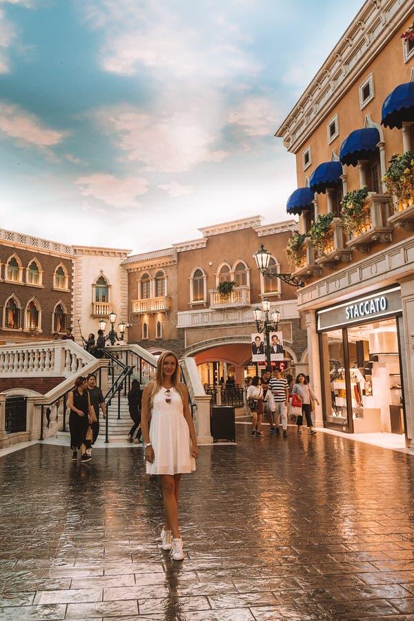 Inre sikt av det Venetian Macao semesterorthotellet royaltyfria foton
