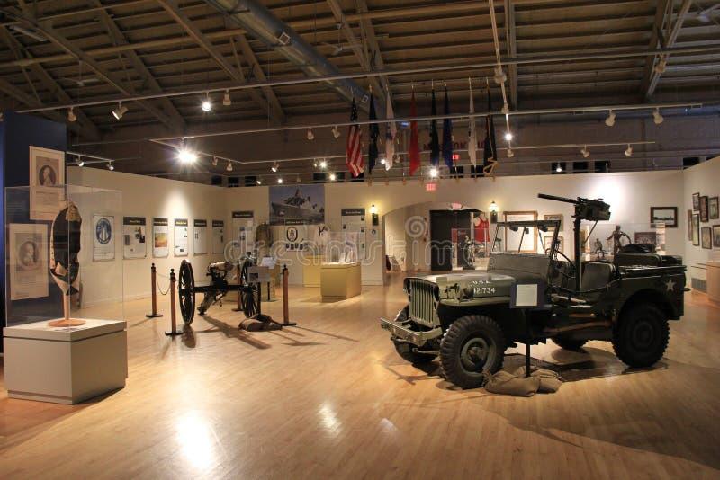 Inre sikt av huvudsakligt rum Militärt museum för New York stat och veteranforskningscentrum, Saratoga, Ny, 2015 royaltyfri foto