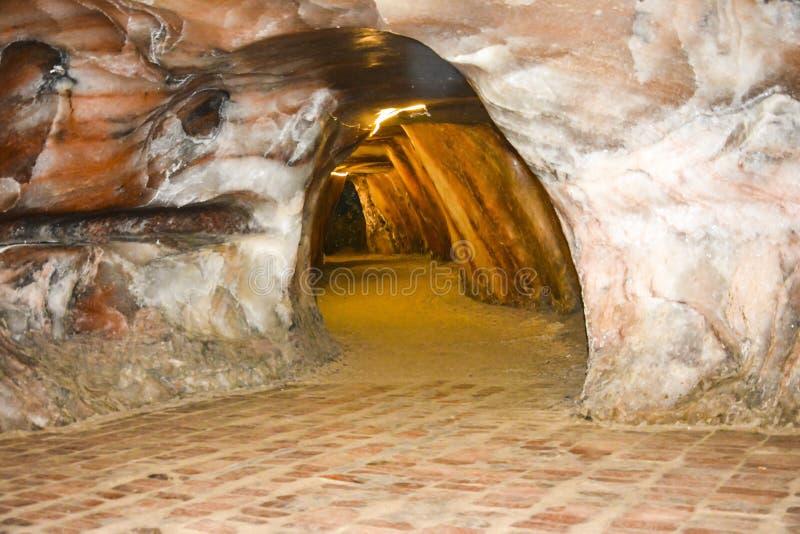 Inre sikt av Khewra den salta minen arkivbild