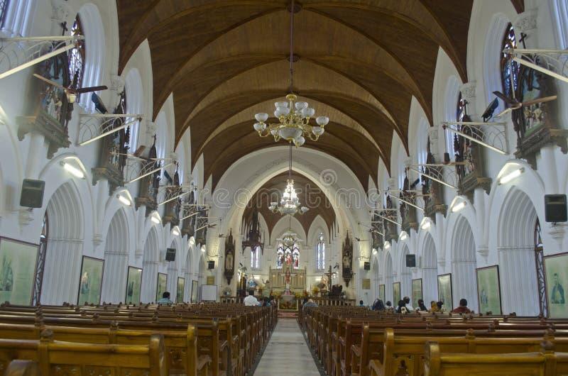 Inre sikt av kyrkan för Santhome basilikadomkyrka, Chennai, Tamil Nadu, Indien royaltyfria bilder