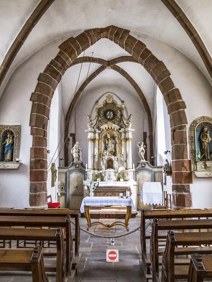Inre sikt av kyrkan av St Nicholas, en tidigare riddareTemplar kyrka i Vianden, Luxembourg arkivfoto