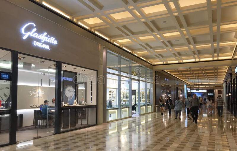 Inre sikt av shoppinggallerian i Orchad rd, Singapore arkivfoton