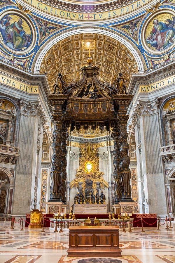 Inre sikt av Sts Peter Basilca royaltyfria foton