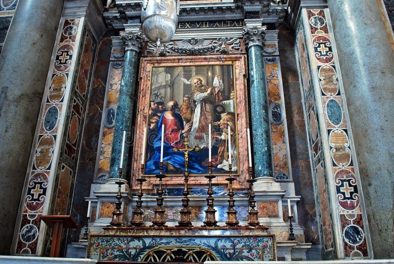 Inre sikt av Sts Peter basilika på Maj 31, 2014 arkivbilder
