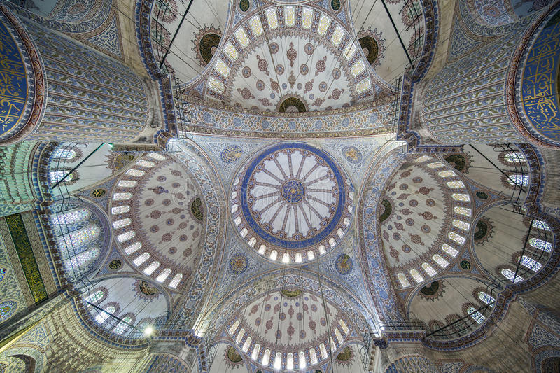 Inre sikt av Sultanahmet (den blåa) moskén i Fatih, Istanbul, T royaltyfri fotografi