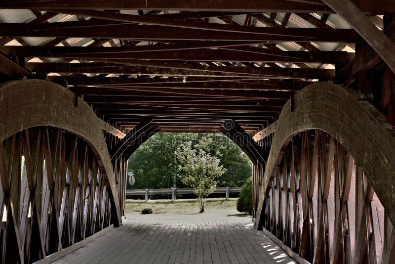 Inre sikt för dold bro av strukturen royaltyfri bild