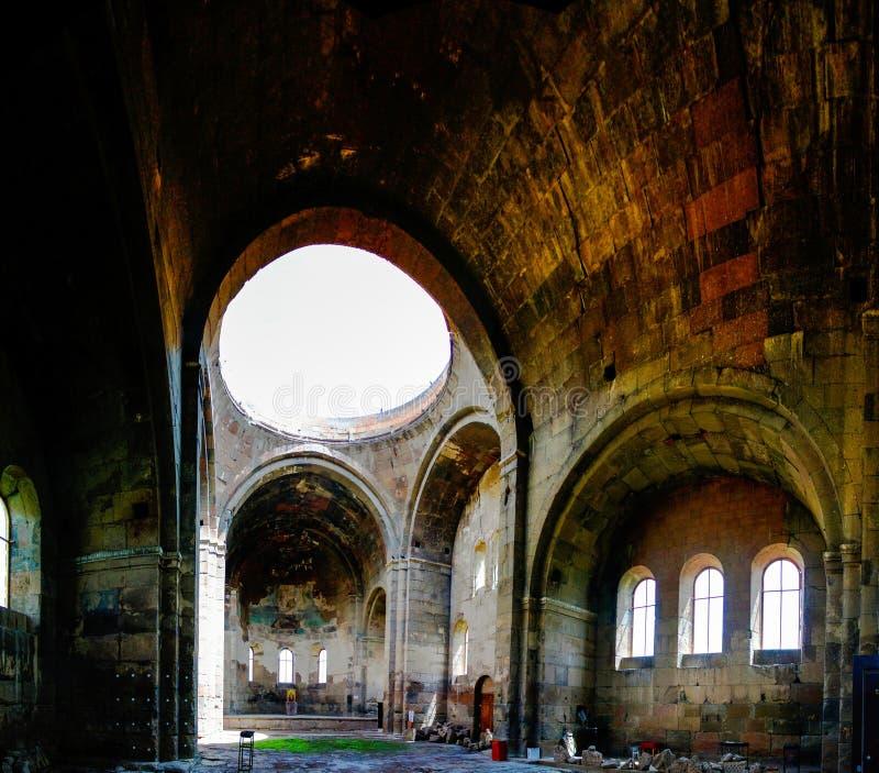 Inre sikt till den Aruchavank domkyrkan aka Surb Grigor på Aruch, arkivbild