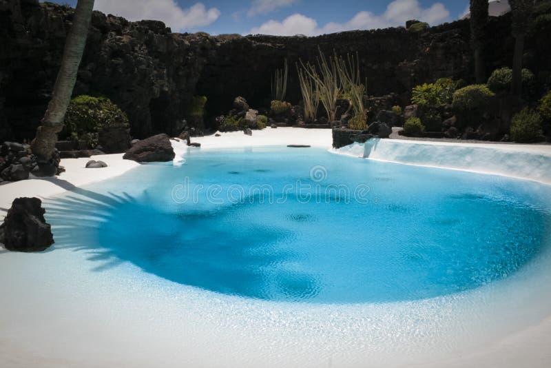 Inre simbassäng i Los Jameos del agua, Lanzarote ö arkivbilder