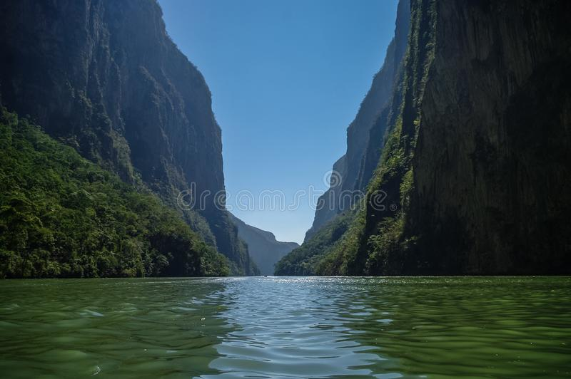 Inre Sumidero kanjon nära Tuxtla Gutierrez i Chiapas royaltyfri bild