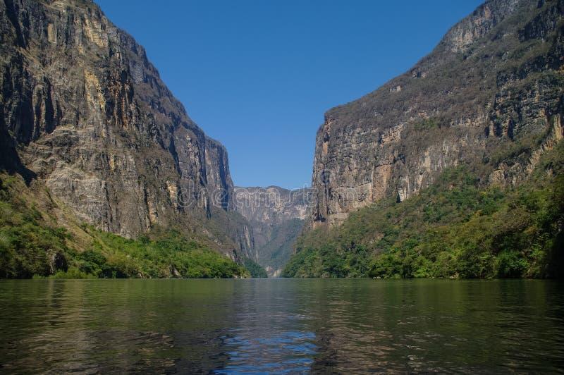 Inre Sumidero kanjon nära Tuxtla Gutierrez i Chiapas royaltyfri fotografi