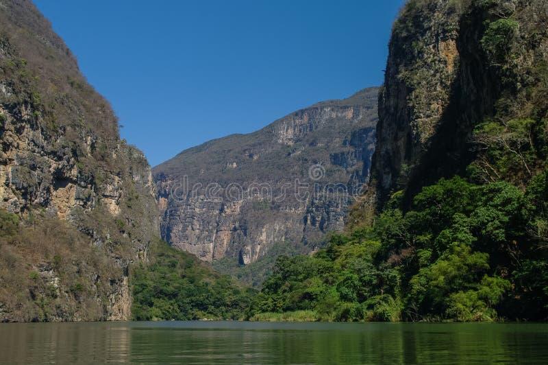 Inre Sumidero kanjon nära Tuxtla Gutierrez i Chiapas arkivfoton