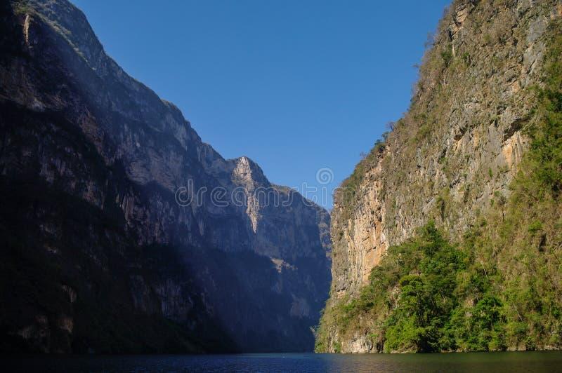 Inre Sumidero kanjon nära Tuxtla Gutierrez i Chiapas arkivbilder
