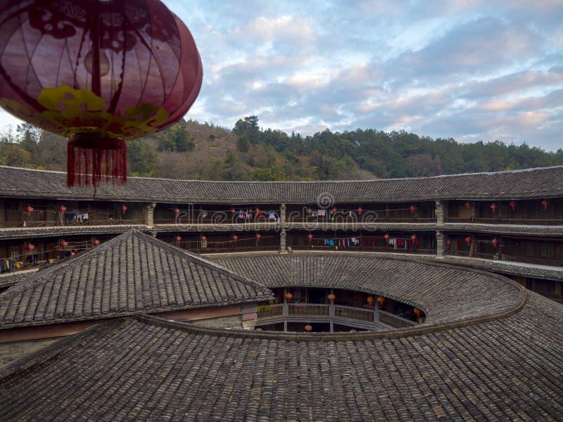 Inre traditionell HakkaTulou byggnad Fujian Kina arkivbild