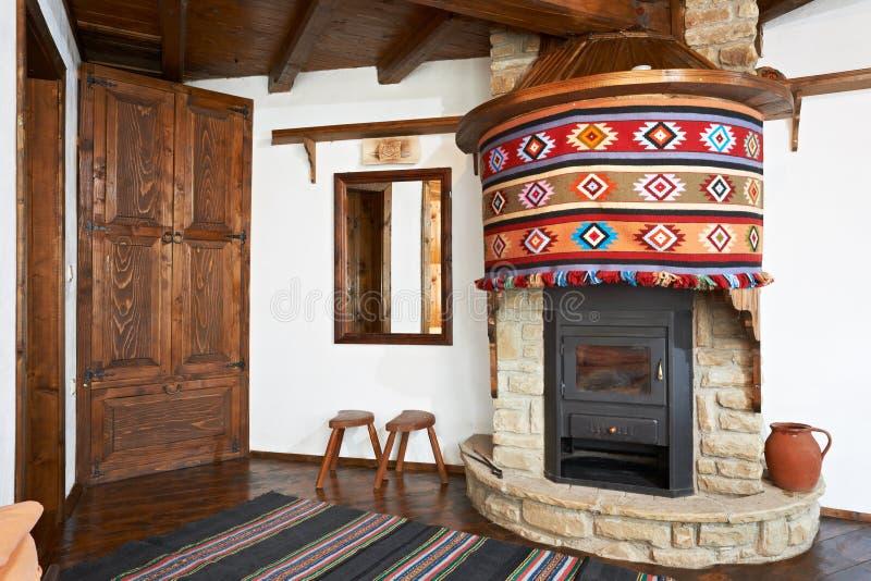 inre traditionellt för bulgarian hus arkivfoton