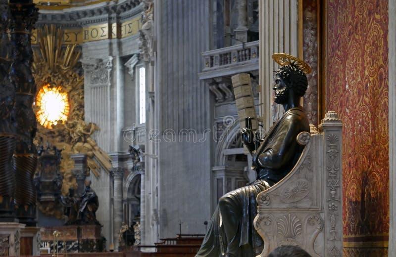 Inre Vatican City för St Peter statybasilika arkivbild