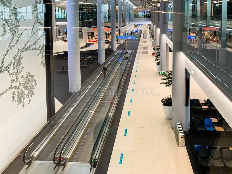 Inredesign av de nya flygplatsISTNA som öppnade och byter ut nytt Ataturk den internationella flygplatsen Istanbul/Turkiet - Apri royaltyfria bilder