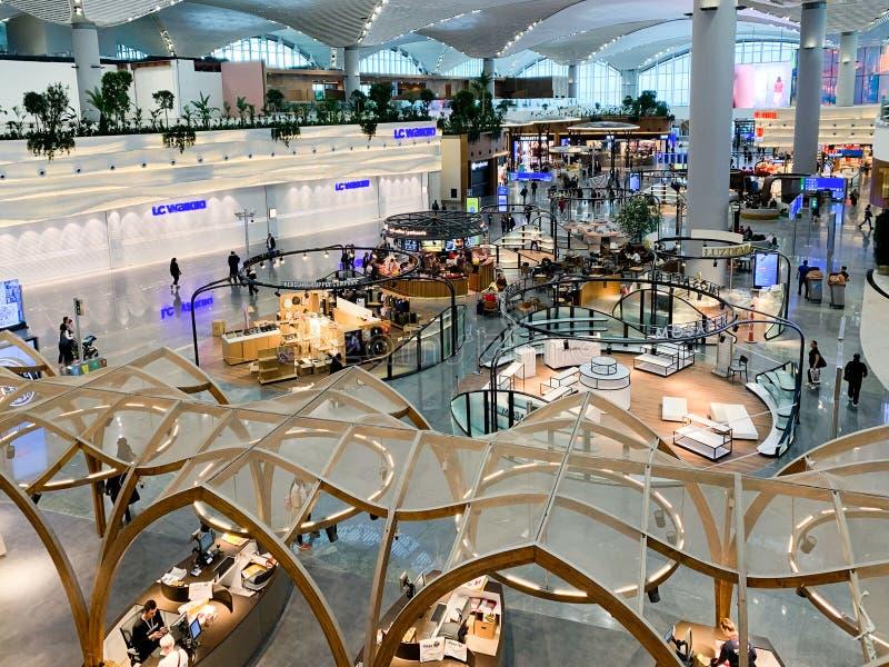 Inredesign av de nya flygplatsISTNA som öppnade och byter ut nytt Ataturk den internationella flygplatsen Istanbul/Turkiet - Apri royaltyfri fotografi