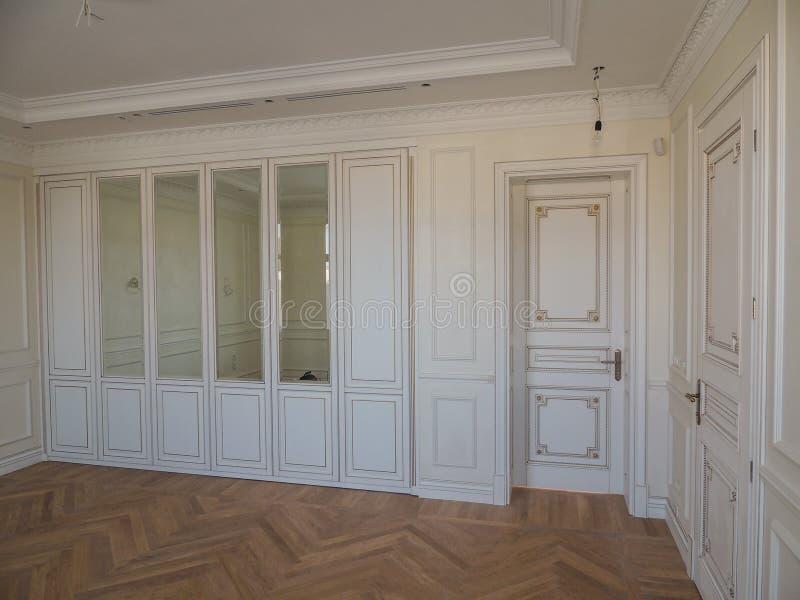 Inredesign av det framtida sovrummet i huset arkivbild