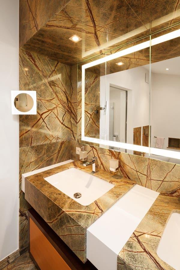 Inredesign, lyxigt badrum royaltyfri foto