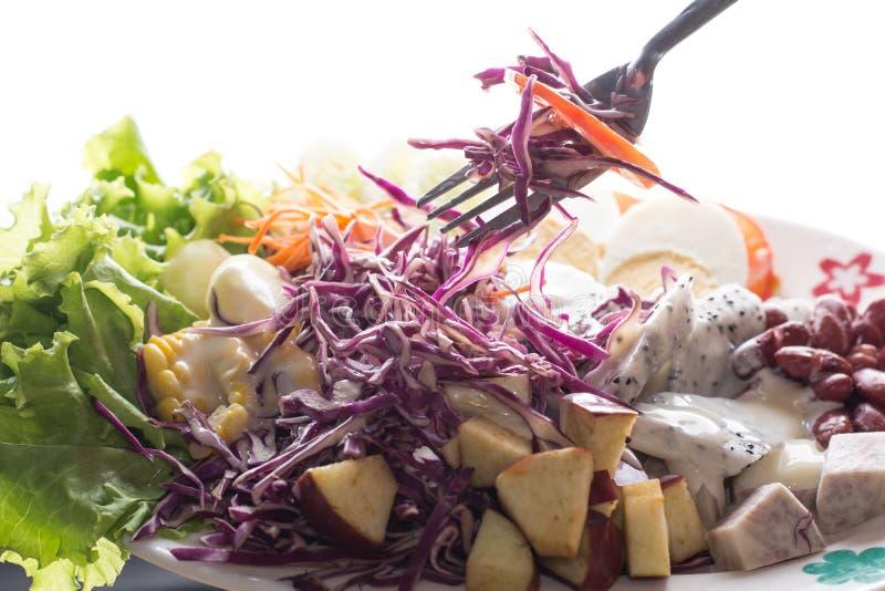 Download Insalata fotografia stock. Immagine di asia, uovo, noci - 56889006