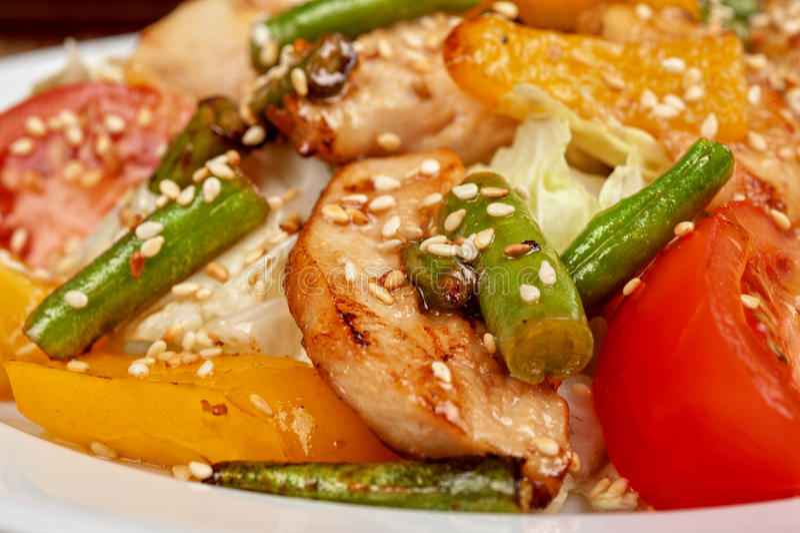Insalata calda con il pollo fotografia stock