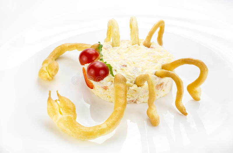 Insalata con formaggio e polpa di granchio immagine stock