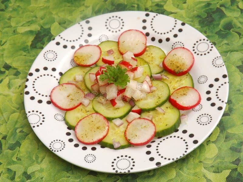 Download Insalata Del Cetriolo E Del Ravanello Immagine Stock - Immagine di spuntino, verdure: 55350395