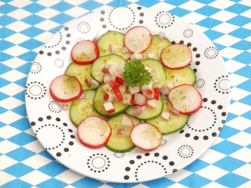 Download Insalata Del Cetriolo E Del Ravanello Fotografia Stock - Immagine di buffet, ravanello: 55350516