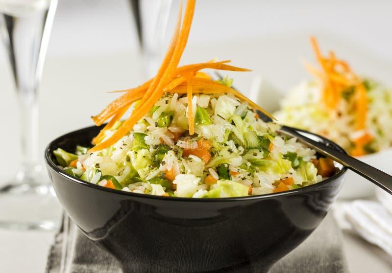 Insalata del riso con le verdure immagini stock libere da diritti