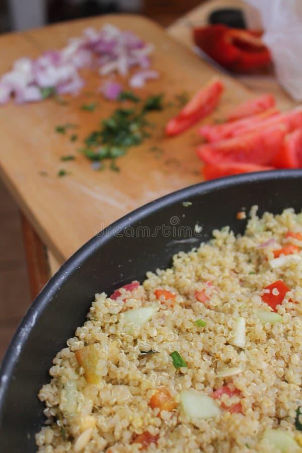 Insalata della quinoa fotografia stock libera da diritti
