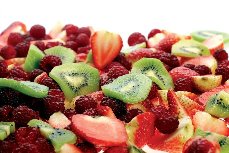 Insalata di frutta fresca con frutti e bacche immagini stock