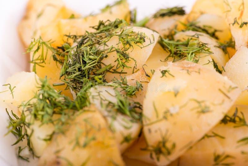 Insalata di patata con aneto fotografie stock