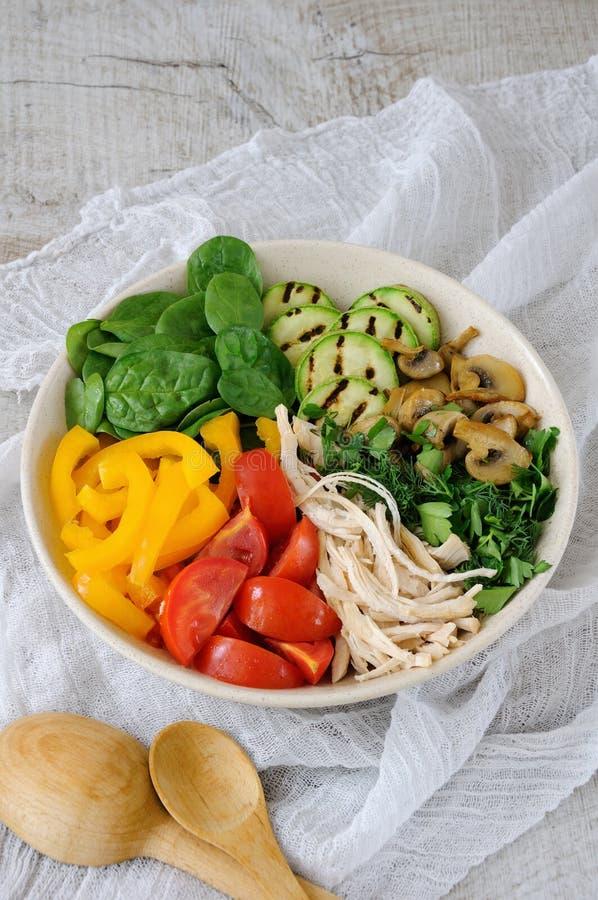 Insalata di pollo calda con le verdure immagine stock