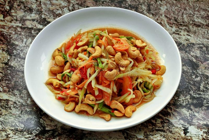 Insalata di verdure mista piccante ed acida popolare tailandese di ricetta, con la p fotografia stock