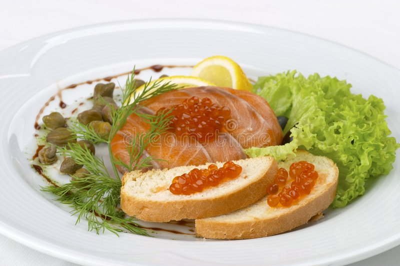 Insalata fresca da un pesce fotografia stock libera da diritti