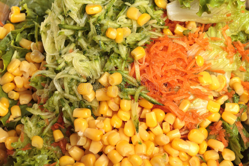 Insalata - insalata verde, carota, cereale fotografia stock libera da diritti