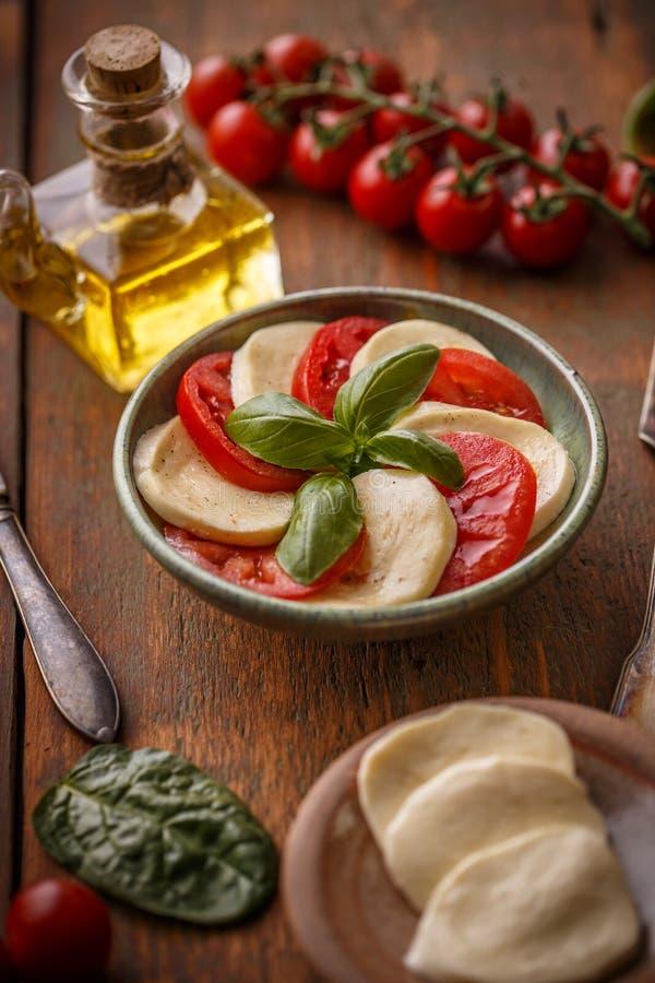 Insalata italiana tradizionale caprese immagine stock
