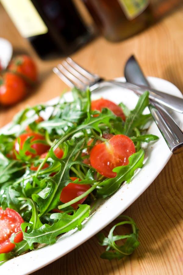 Insalata rossa e verde del pomodoro-arugula fotografia stock