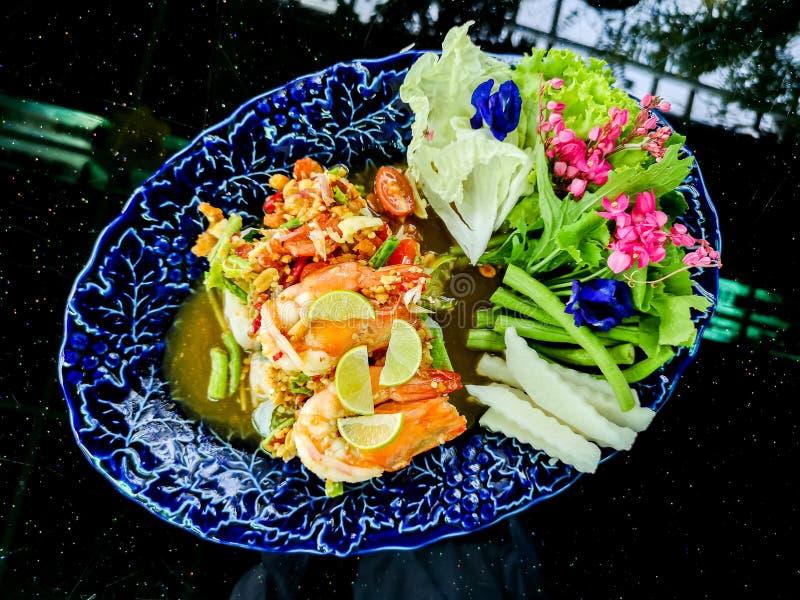 Insalata vietnamita sana Rolls con gamberetto nel ristorante di Finedining immagini stock libere da diritti