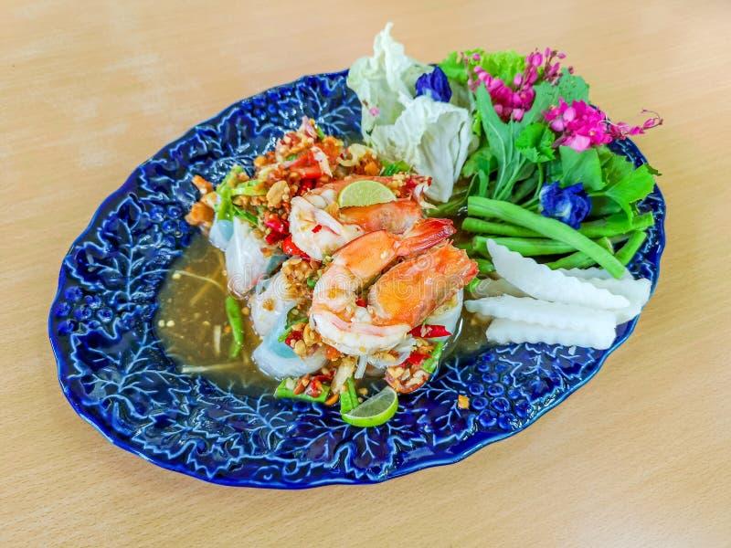 Insalata vietnamita sana Rolls con gamberetto nel ristorante di Finedining fotografia stock