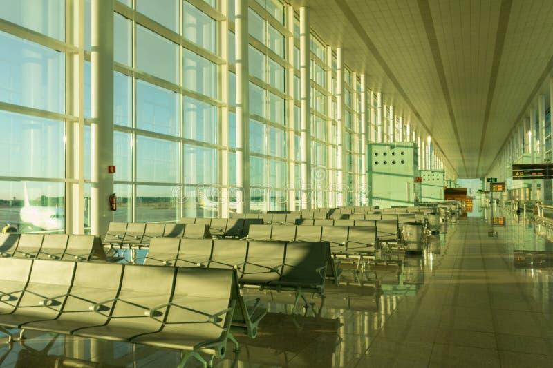Inschepend zitkamer in de Internationale Luchthaven Gr Prat van Barcelona inter stock foto's