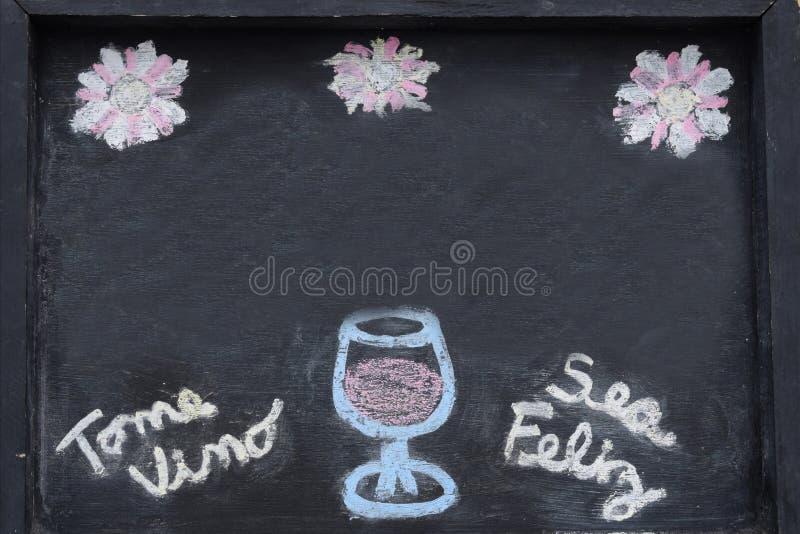 Inschrijving in het Spaans voor restaurants en bars, Rapporten; Drink wijn en ben Gelukkig royalty-vrije stock afbeelding