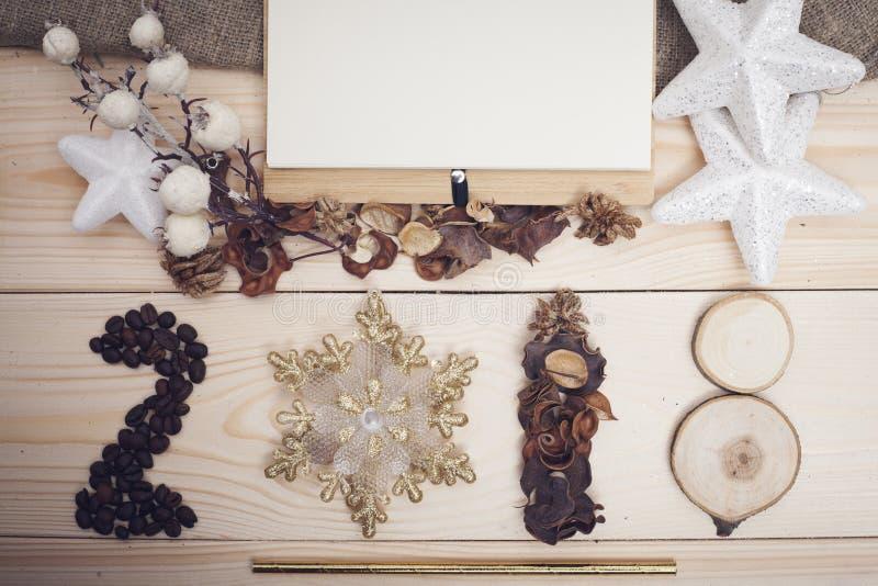 inscrição 2018 de feijões de café e de decorações do Natal imagem de stock
